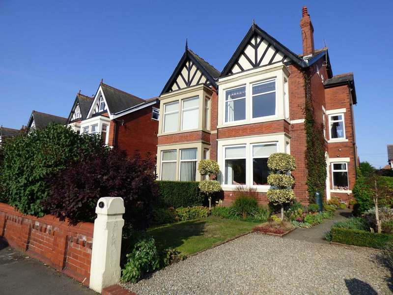 5 Bedrooms Semi Detached House for sale in 6 York Road, St Annes