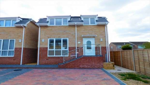 3 Bedrooms Detached House for sale in Blandford Road, Hamworthy, Poole, BH16