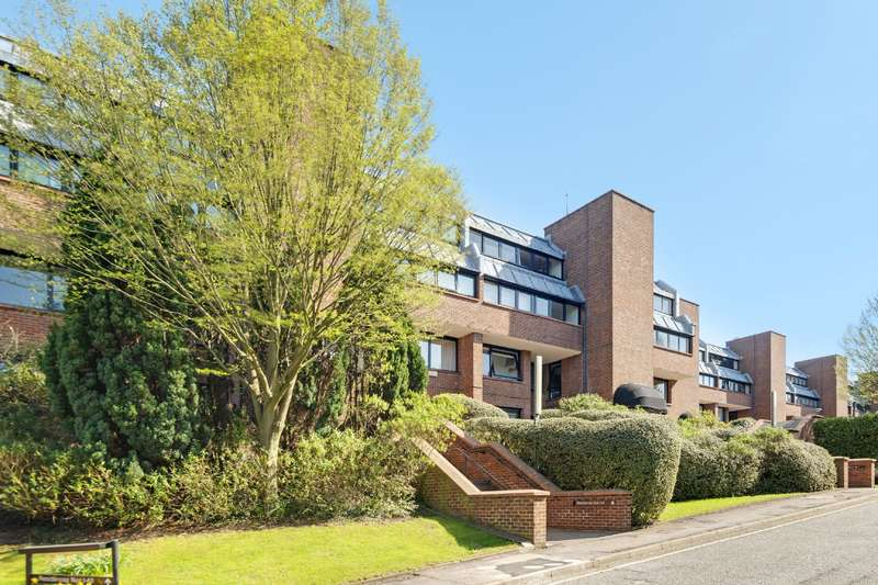 2 Bedrooms Flat for sale in Britten Close, London