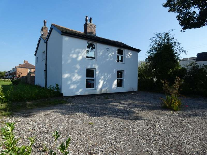 4 Bedrooms Detached House for sale in Davyhulme Road, Manchester, Greater Manchester, M41