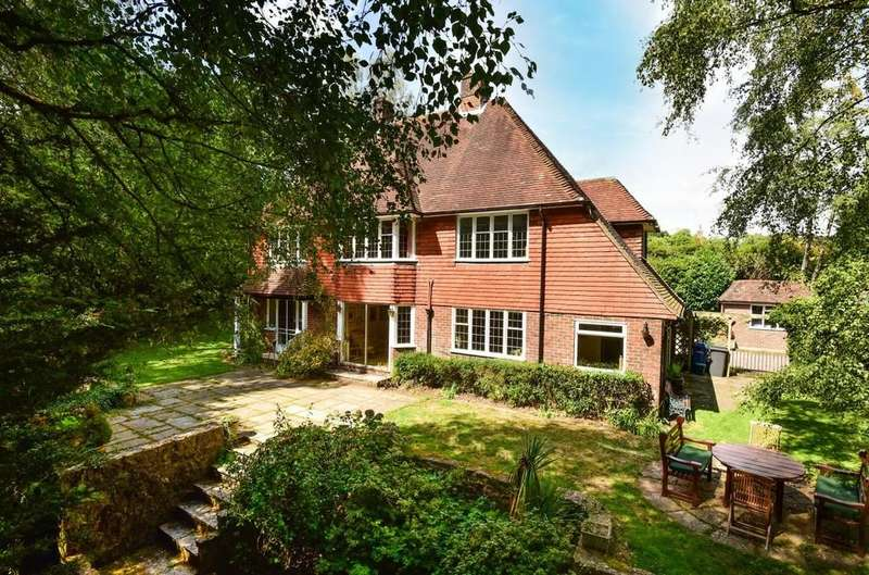 4 Bedrooms Detached House for sale in Rowhills, Farnham