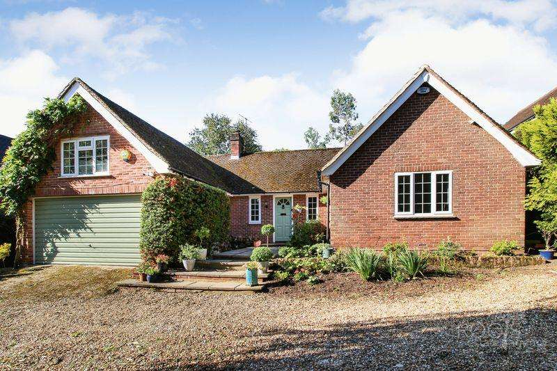 5 Bedrooms Detached House for sale in New Road Hill, Midgham