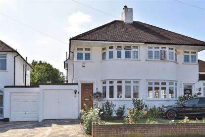 3 Bedrooms Semi Detached House for sale in Molescroft, London