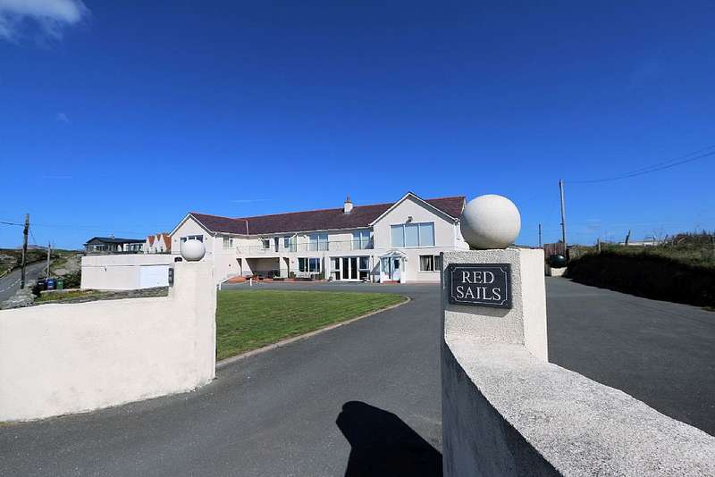 2 Bedrooms Apartment Flat for sale in Red Sails, Lon Isallt, Trearddur Bay, Holyhead, Sir Ynys Mon, LL65 2UP