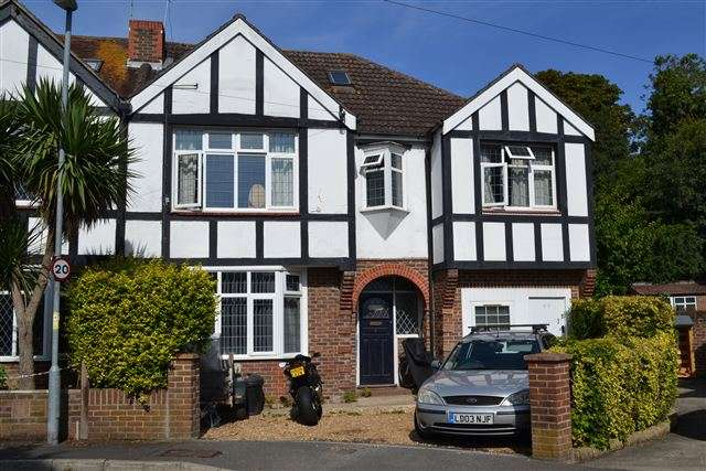 4 Bedrooms Semi Detached House for sale in Firgrove Crescent, Hilsea, Portsmouth, Hampshire, PO3 5LT