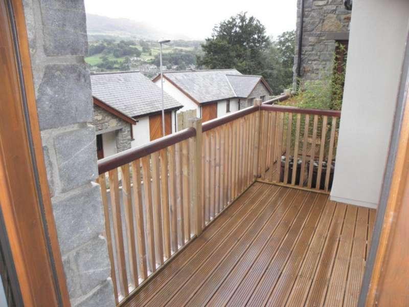 2 Bedrooms Apartment Flat for sale in 11, Coed Y Bryn Apartments, Dolgellau, LL40 2AX