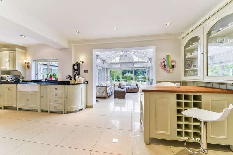 5 Bedrooms Detached House for sale in Ruden Way, Epsom Downs, KT17