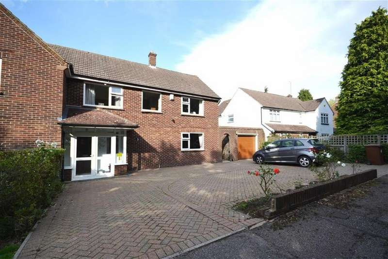 3 Bedrooms Semi Detached House for sale in Carrington Close, Borehamwood, Hertfordshire