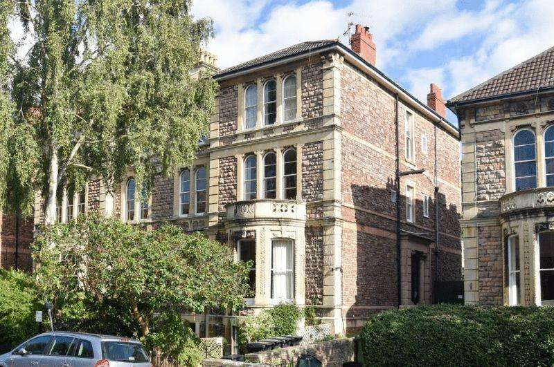 3 Bedrooms Apartment Flat for sale in Apsley Road, Clifton