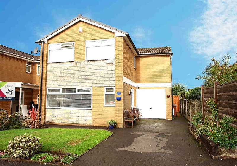 4 Bedrooms Detached House for sale in Saxon Drive, Chadderton, Oldham