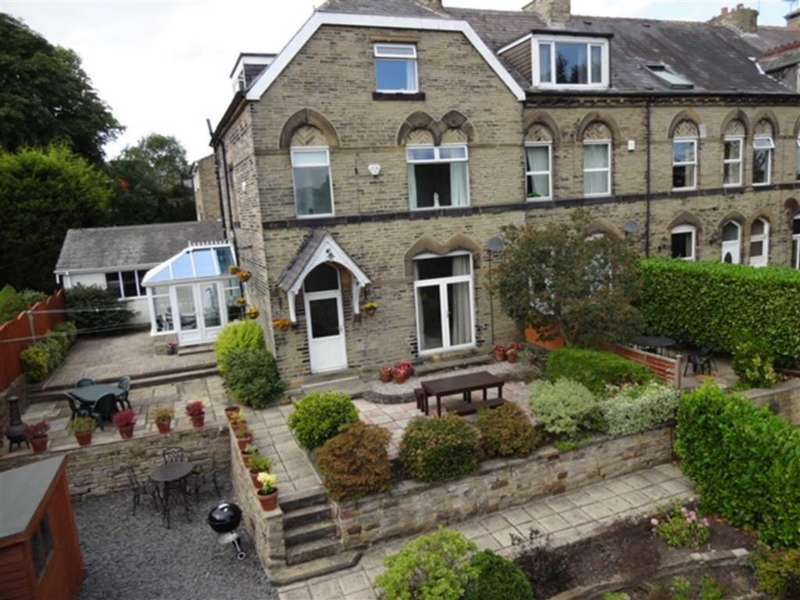 5 Bedrooms End Of Terrace House for sale in Moorland Mount, Cleckheaton, West Yorkshire