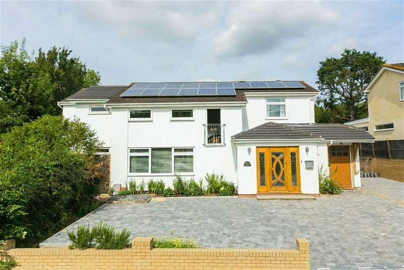 4 Bedrooms Detached House for sale in Green Meadow, Little Heath, Hertfordshire