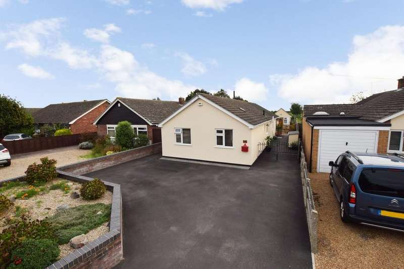 3 Bedrooms Detached Bungalow for sale in Wivenhoe Road, Alresford, CO7 8AQ