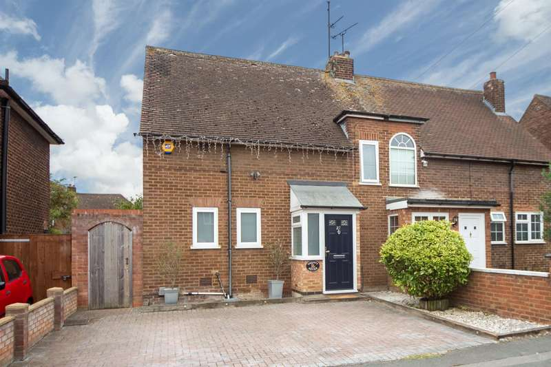 3 Bedrooms Semi Detached House for sale in Northfields, Dunstable