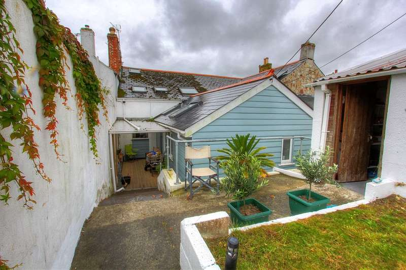 3 Bedrooms Terraced House for sale in Penpol Terrace, Hayle, Cornwall, TR27 4BQ