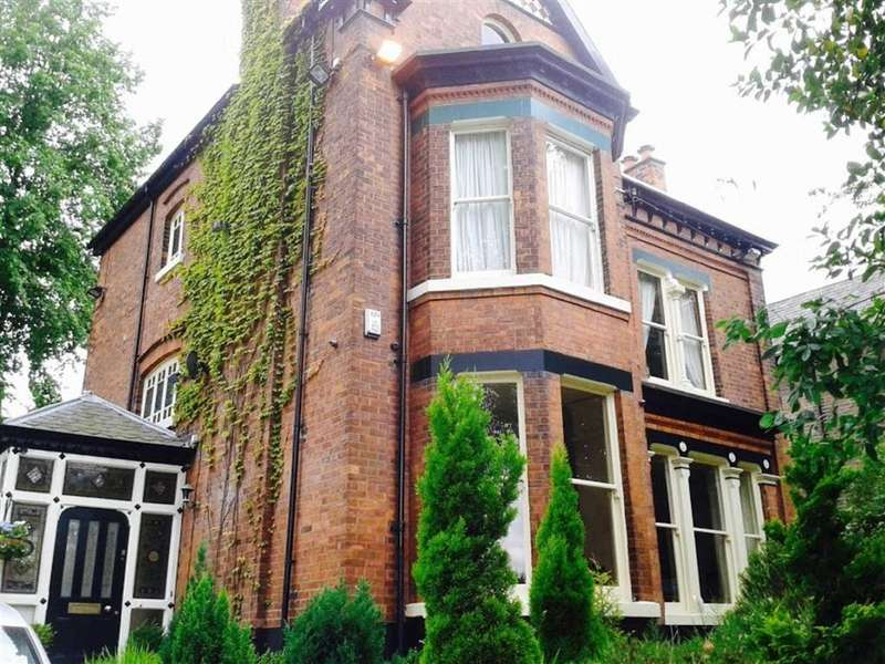 6 Bedrooms Detached House for sale in Manchester Road, Swinton