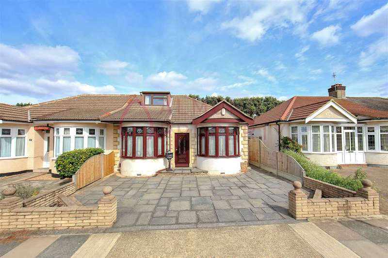 3 Bedrooms Bungalow for sale in Randall Drive, Hornchurch