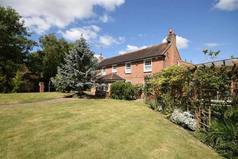 4 Bedrooms Detached House for sale in 54 High Street, Lydd, Romney Marsh