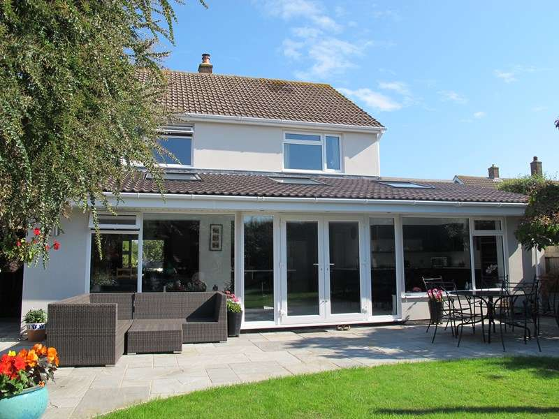 3 Bedrooms Detached House for sale in Cheltenham Crescent, Lee-On-The-Solent