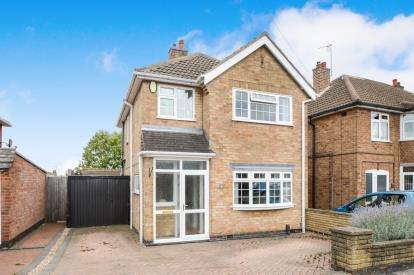 3 Bedrooms Detached House for sale in Moorgate Avenue, Birstall, Leicester, Leicestershire