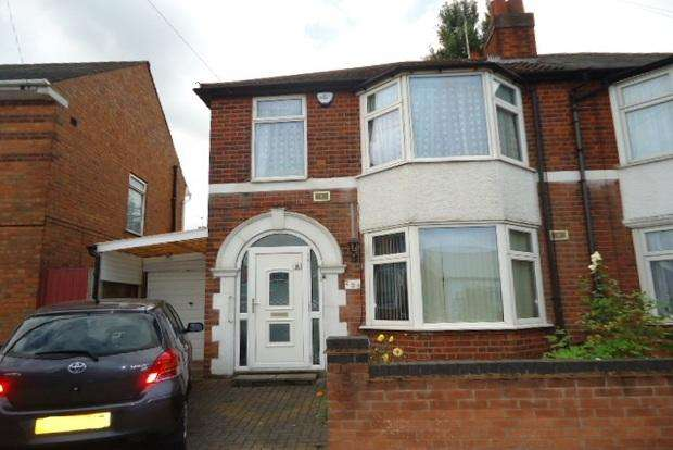3 Bedrooms Semi Detached House for sale in Green Lane Road, Leicester, LE5