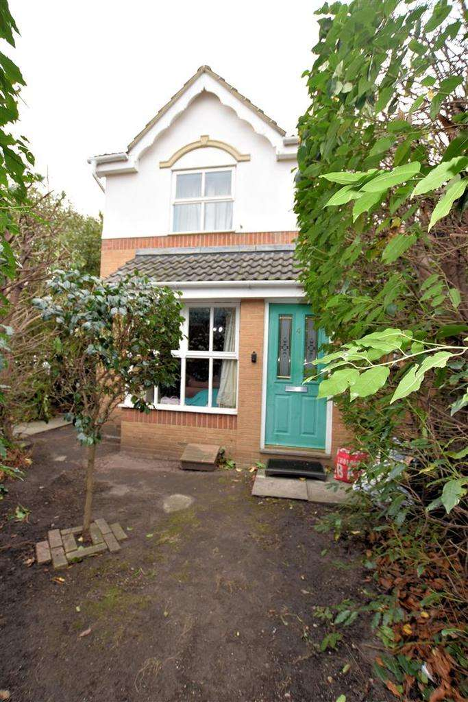 3 Bedrooms Link Detached House for sale in Denbeigh Place, Reading