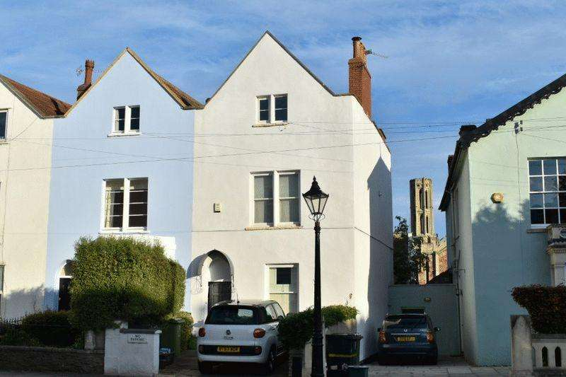 3 Bedrooms Terraced House for sale in Wellington Park, Clifton