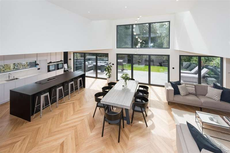 4 Bedrooms House for sale in Windmill Drive, Brighton