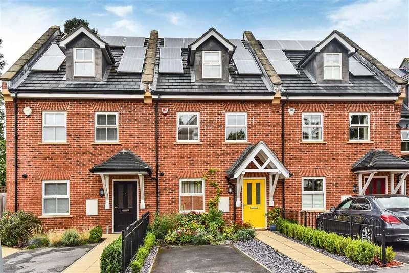 4 Bedrooms Terraced House for sale in Iron Duke Close, Crowthorne