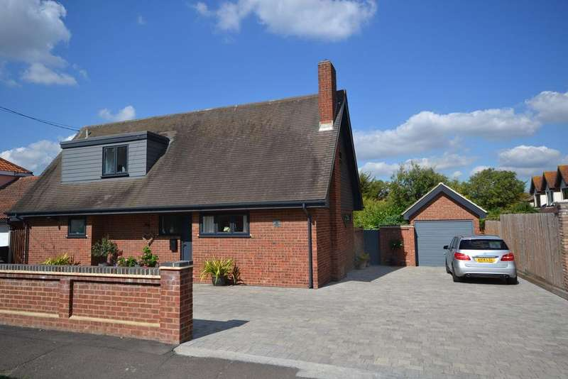 3 Bedrooms Detached Bungalow for sale in Lampits Hill Avenue, Corringham, SS17