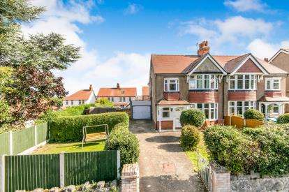 4 Bedrooms Semi Detached House for sale in Windsor Drive, Old Colwyn, Colwyn Bay, Conwy, LL29