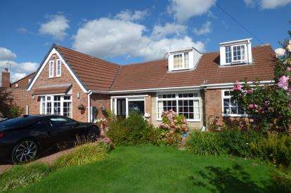 4 Bedrooms Bungalow for sale in Blandford Road, Great Sankey, Warrington, Cheshire