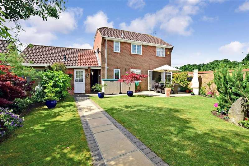 4 Bedrooms Detached House for sale in Douglas Drive, , Wickford, Essex