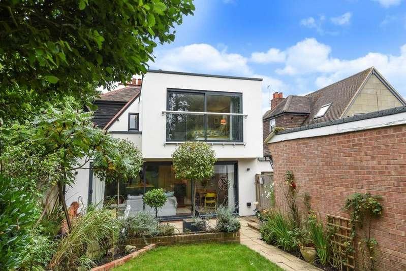 4 Bedrooms Detached House for sale in Oxford Road, Wokingham, RG41