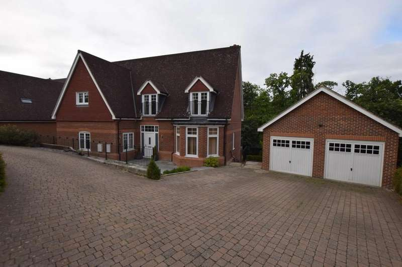 5 Bedrooms Detached House for sale in Ibworth Lane, Fleet