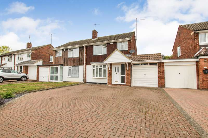 3 Bedrooms Semi Detached House for sale in Borrowdale Avenue, Dunstable
