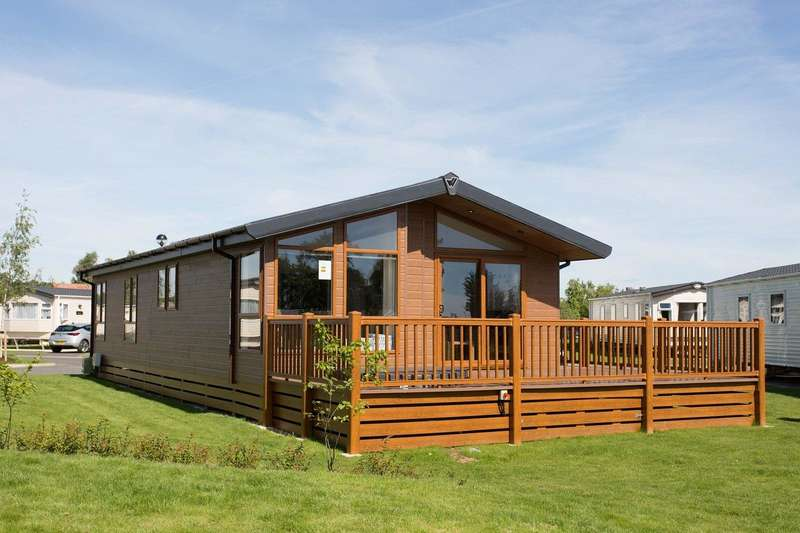 3 Bedrooms Detached House for sale in TATTERSHALL LAKES, TATTERSHALL