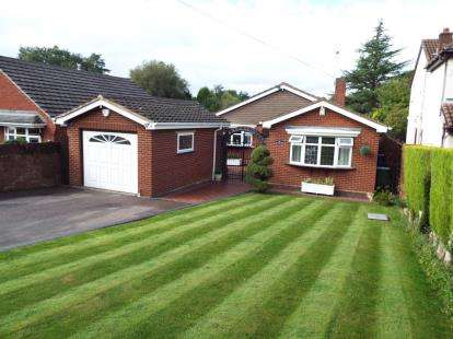 3 Bedrooms Bungalow for sale in Newlands Lane, Cannock, Staffordshire