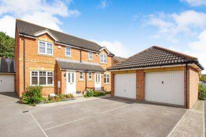 3 Bedrooms House for sale in Snowberry Close, Bradley Stoke, Bristol, Gloucestershire