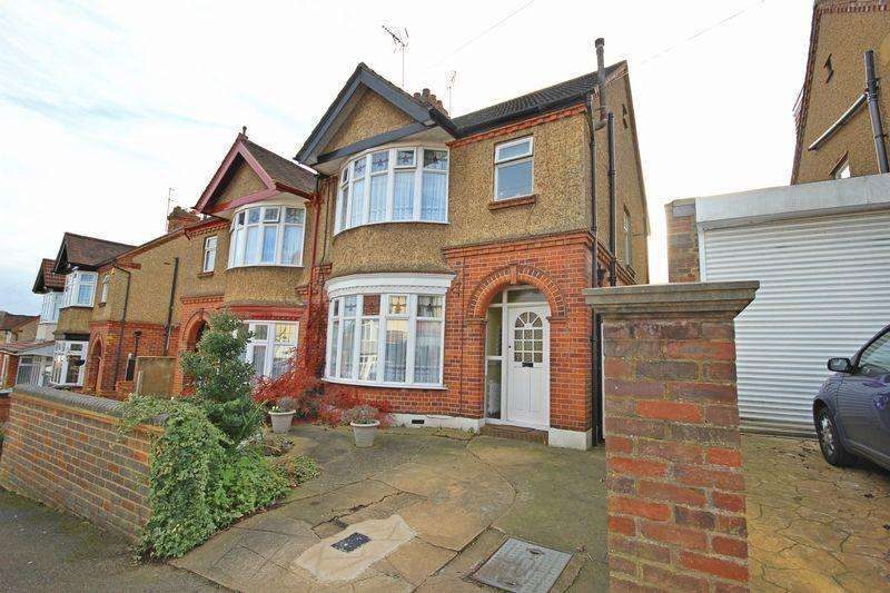 3 Bedrooms Semi Detached House for sale in Carlton Crescent, New Bedford Road Area, Luton