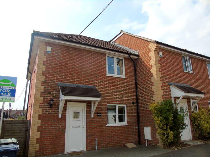 3 Bedrooms Semi Detached House for sale in Thyme Cottage, Peacemarsh Mews, Gillingham, Dorset, SP8 4ET