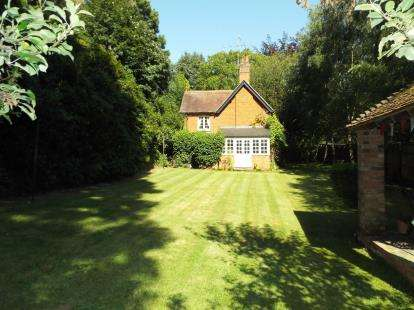 3 Bedrooms Detached House for sale in St Johns Wood, Sandy, Beds