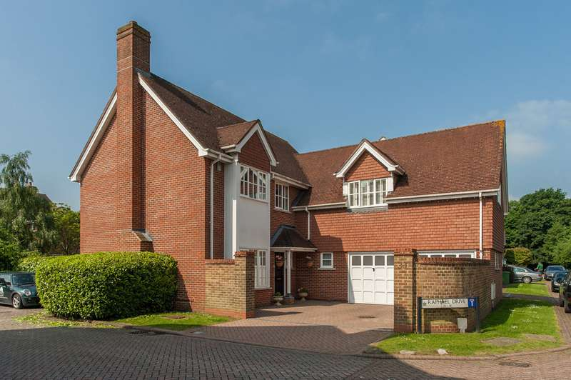 4 Bedrooms Detached House for sale in Raphael Drive, Thames Ditton, Thames Ditton KT7