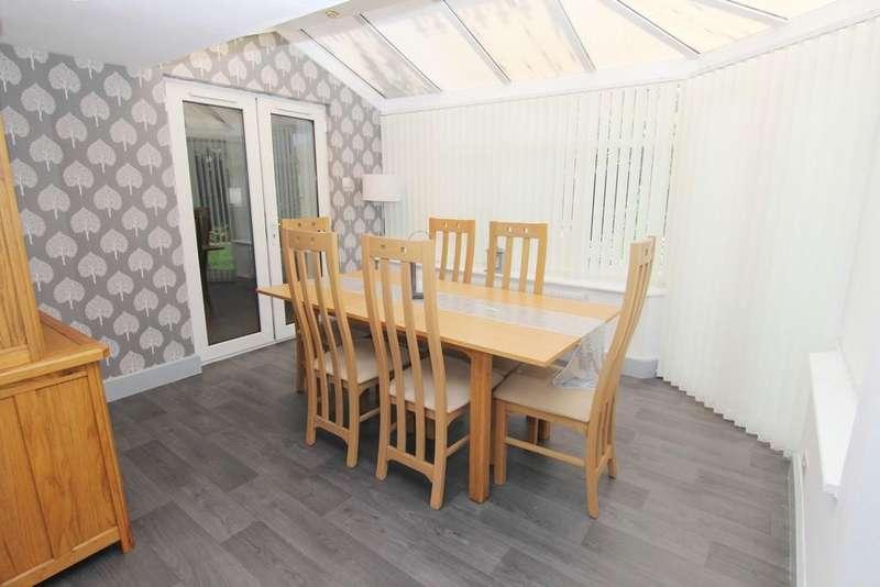 4 Bedrooms Detached House for sale in Saxon Drive, Droylsden