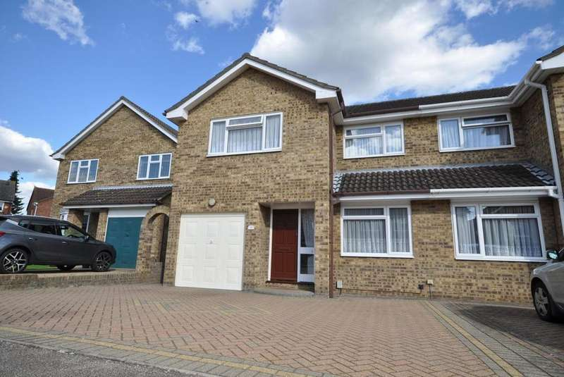 4 Bedrooms Semi Detached House for sale in Ilfracombe Crescent, Hornchurch, Essex, RM12