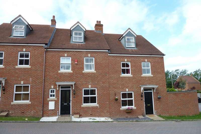 4 Bedrooms Terraced House for sale in Kingfisher Grove, Three Mile Cross, Reading, RG7 1RA