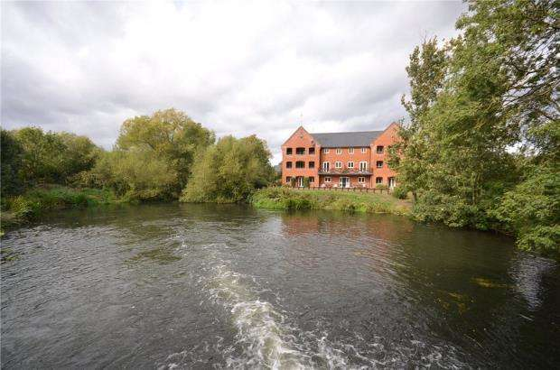 2 Bedrooms Apartment Flat for sale in Weir Pool Court, Silk Lane, Twyford