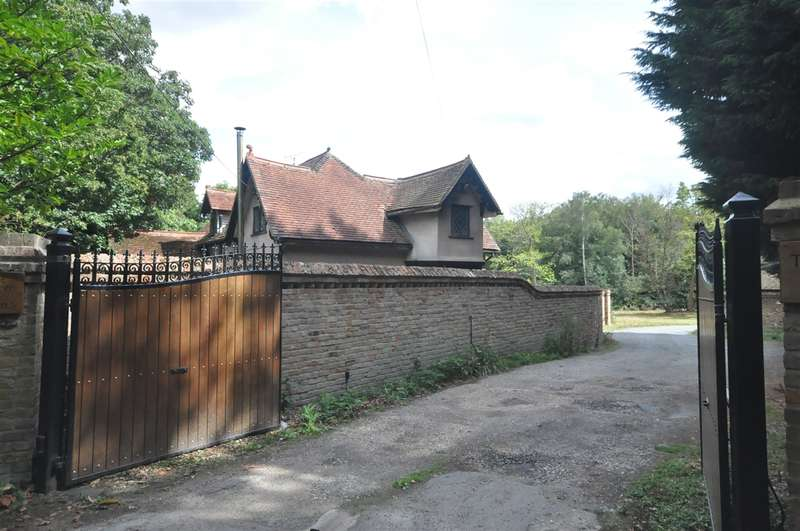 3 Bedrooms Detached House for sale in North Lodge, Warley Gap, Brentwood