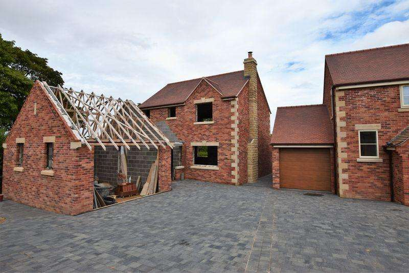 3 Bedrooms Detached House for sale in Sutton Lane, Sutton Scarsdale