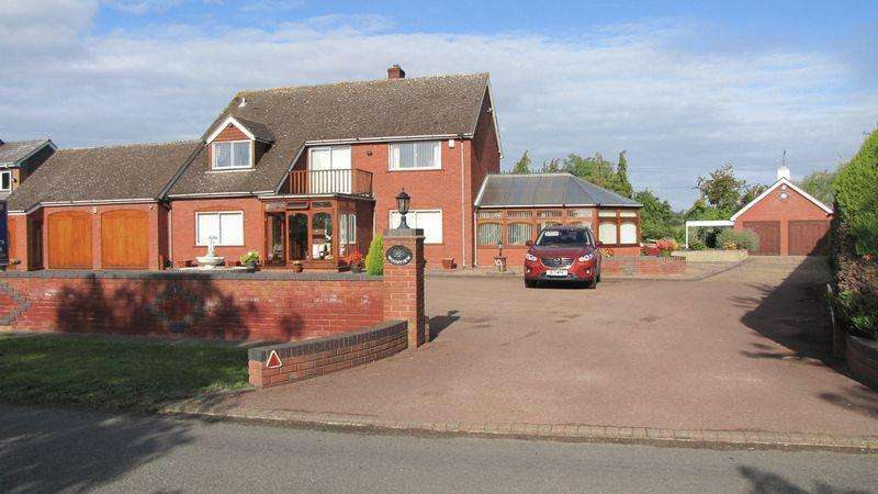 4 Bedrooms Detached House for sale in Wadborough Road, Littleworth
